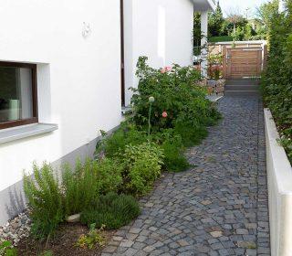Pflasterarbeiten und Bepflanzung