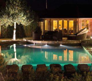 Beleuchteter Schwimmteich