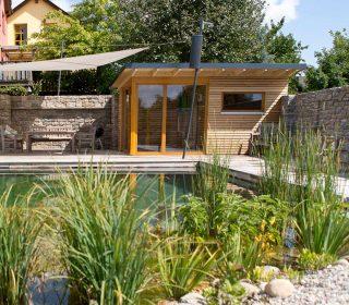 Schwimmteichgestaltung und Poolhaus