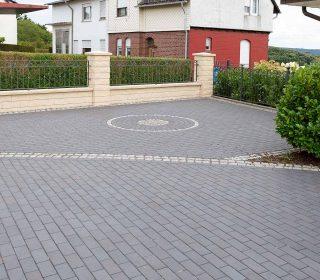 Zufahrt und PKW-Stellplatz