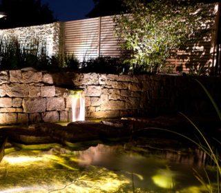 Beleuchteter Gartenteich