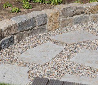 Steinplatten, Naturstein und Kies